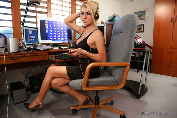 t gianna rivera shemale pornstars 01 Shemale Pornstar Gianna Rivera Does Some Office Work On Bobs Tgirls!