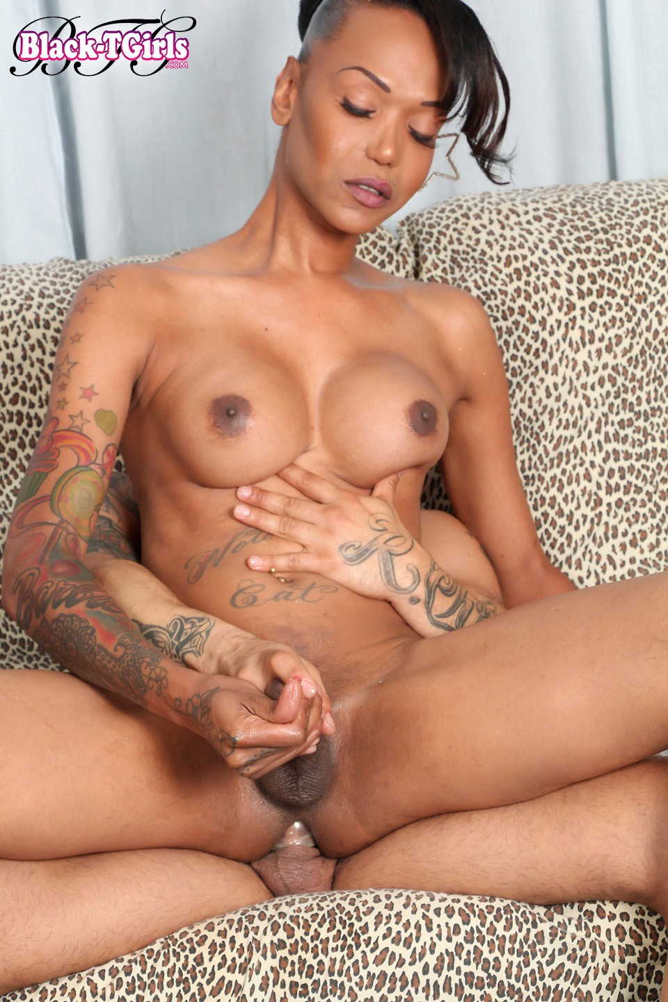 Black tranny getting fuck