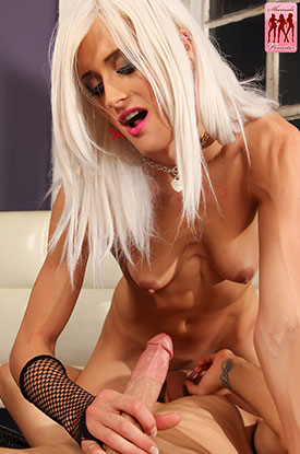 t shemale pornstar mia davina 03 Mia Davina Gets Fucked On Shemale Pornstar!